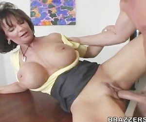 Gigantic Mature Cougar Tits Bouncing while Fucking