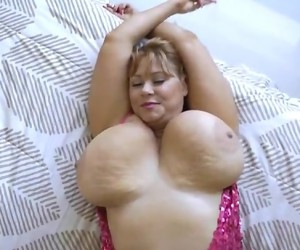 Huge Natural BBW Tits Bouncing