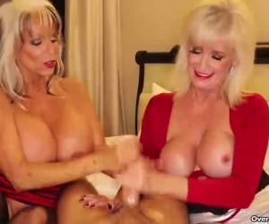 Saggy Big Tits Granny Handjob