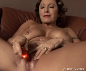 Amateur Big Boobed Granny with Pierced Nipples Pussy Squirting
