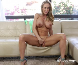 Hot Busty Mom Brandi Love Squirting