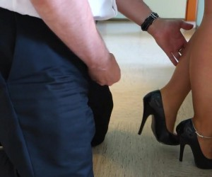 Cum on my Sexy Legs in Heels